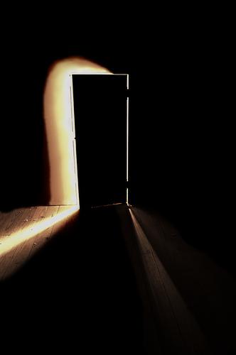 Det finns en dörr som står på gläntäven för mig u2026 rakapuckar