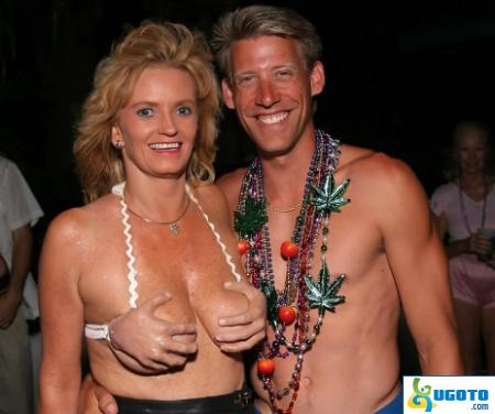 Alla har vi minst en handfull stora eller små bröst..  6ebce2004eaa0